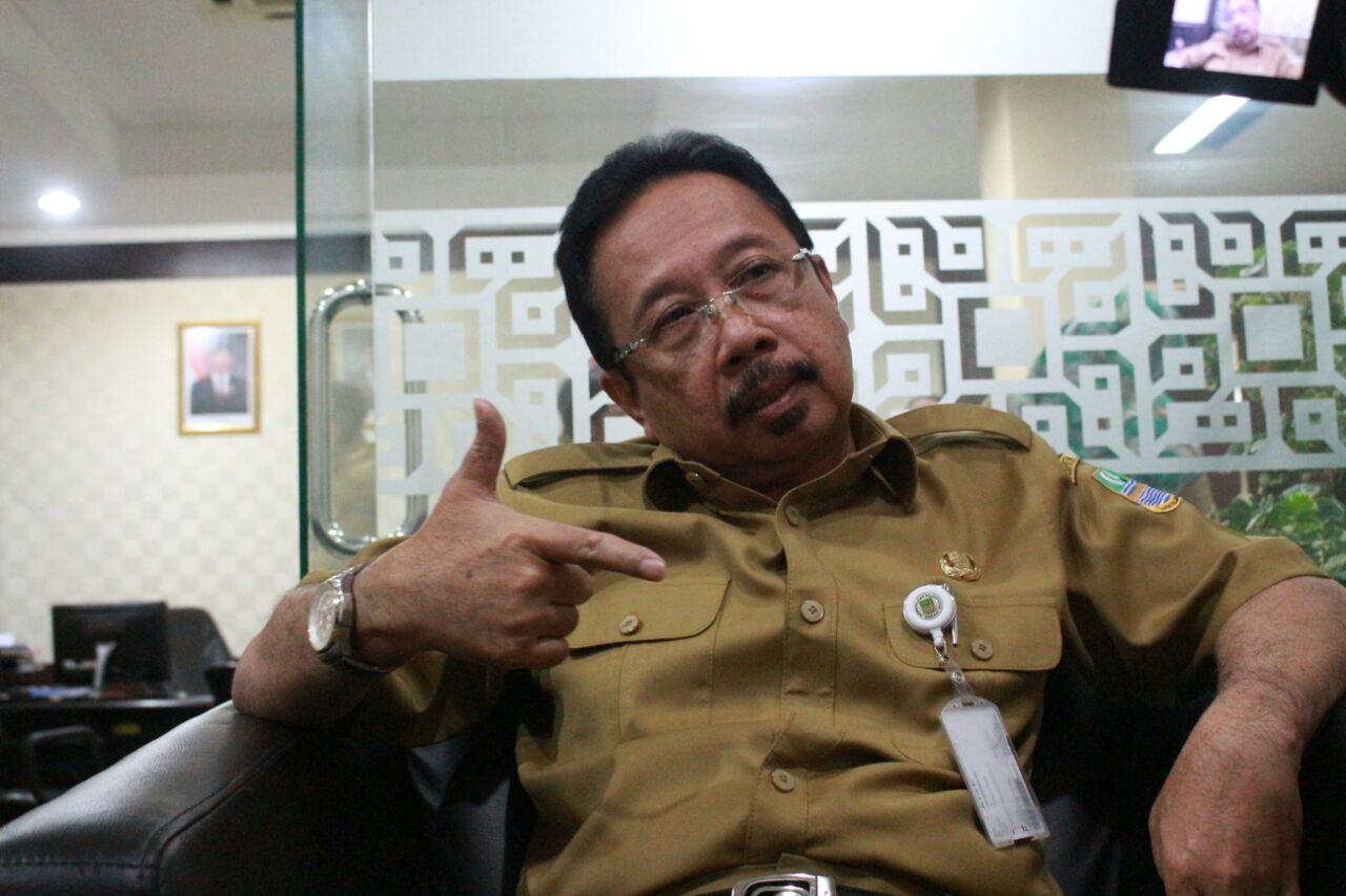 Sekretaris Daerah Kabupaten Bekasi Uju, saat diwawancara diruang kantornya. Ist/Suara Bekasi Online